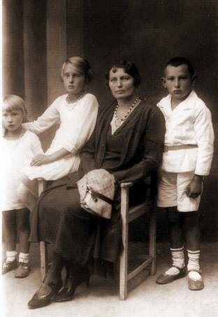 Adela de domo Brandstaetter z dziecmi
